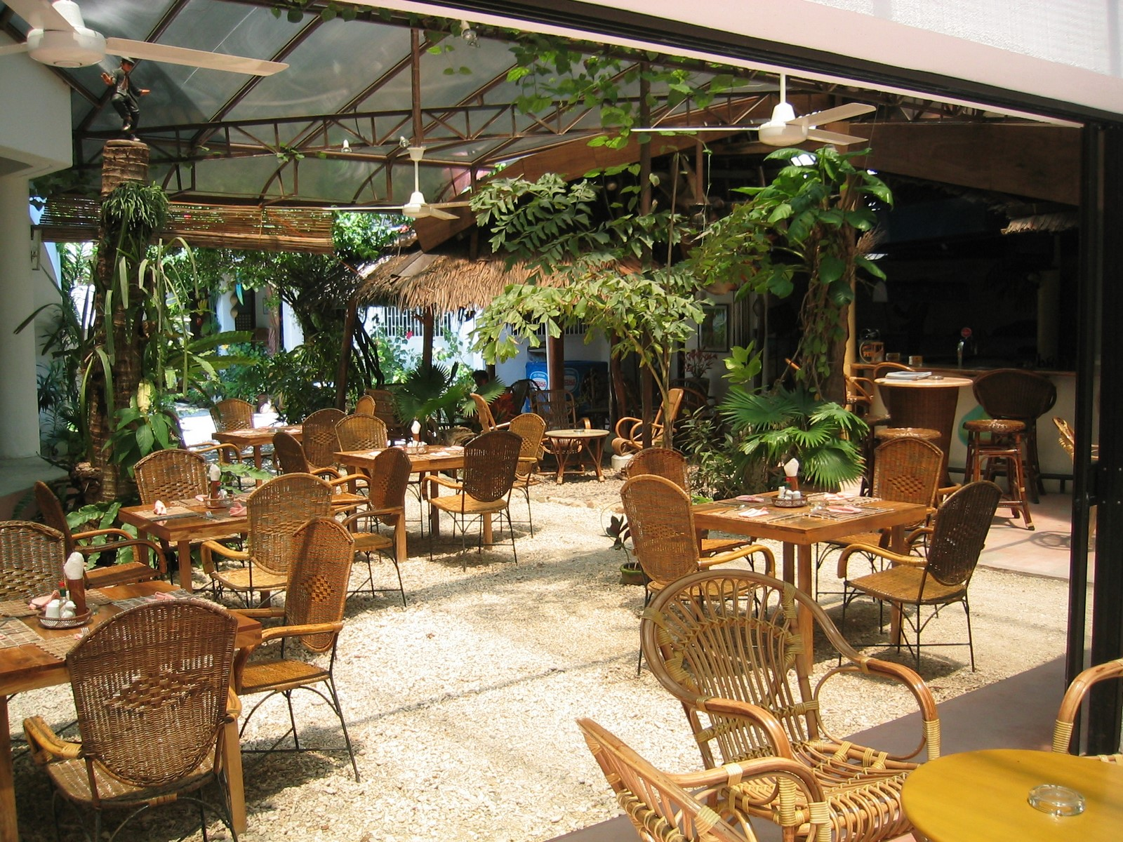 Restaurant in boracay? many !!
