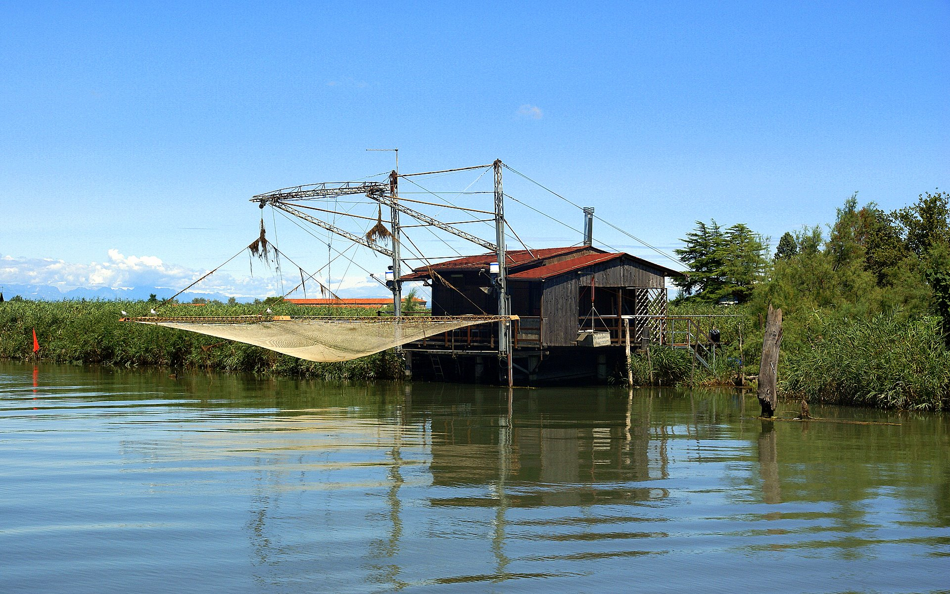 River House With Lift Net